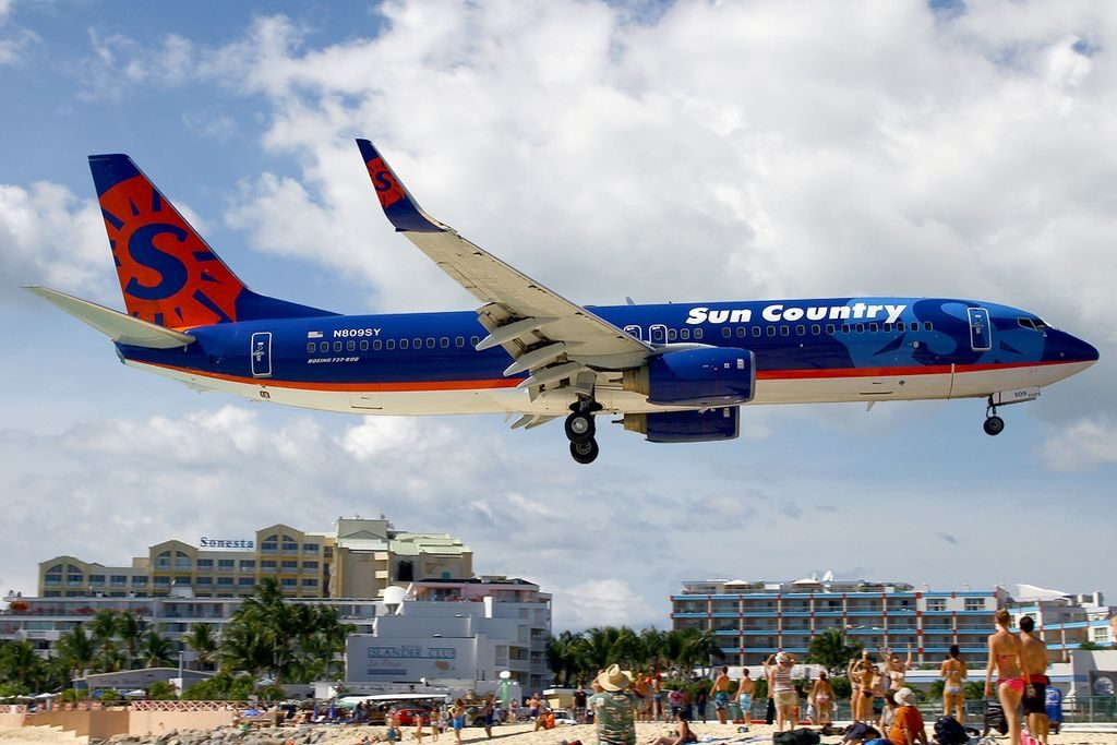 Boeing 737 8Q8 Sun Country Airlines N809SY on final approach at St. Maarten Princess Juliana SXM TNCM
