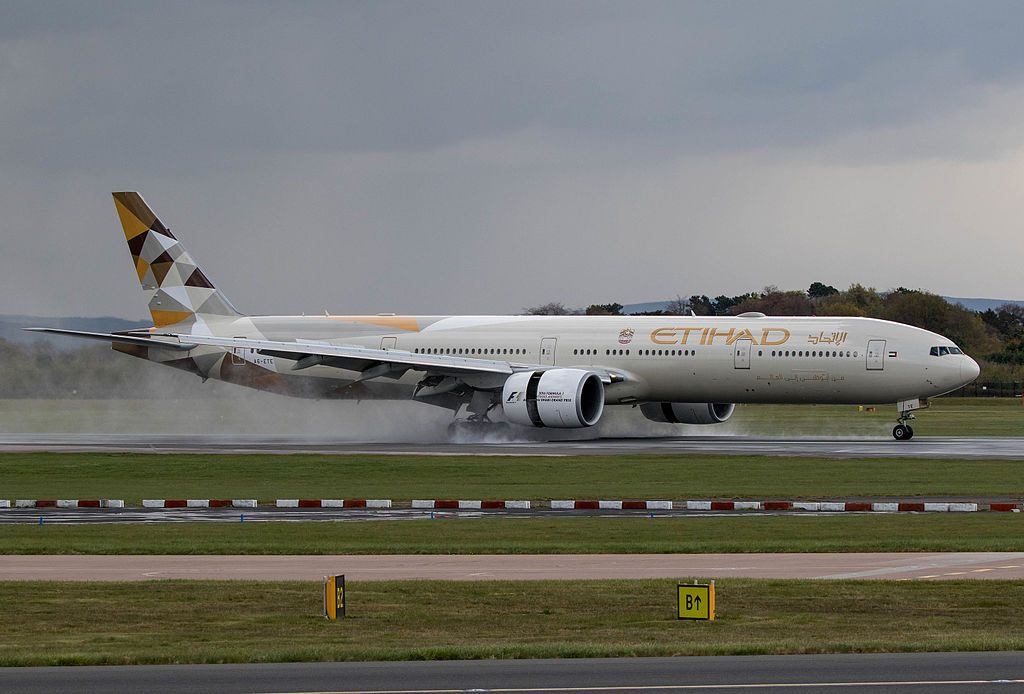 Boeing 777 300ER Etihad Airways A6 ETE landing using thrust reverse engines at Manchester Airport