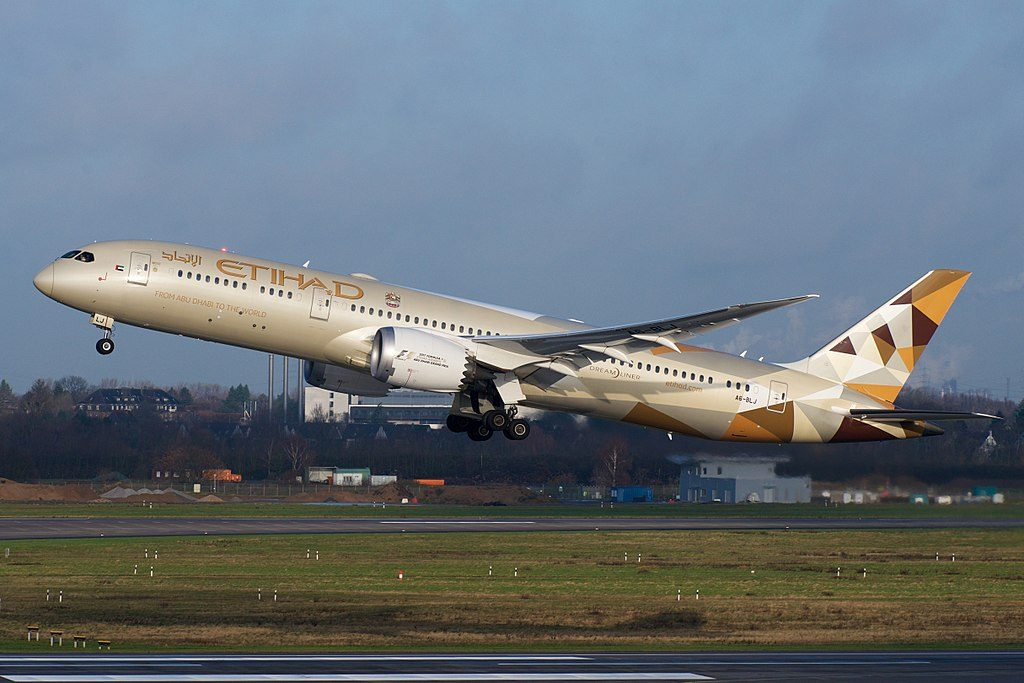 Boeing 787 9 Dreamliner Etihad Airways A6 BLJ departing Düsseldorf Airport
