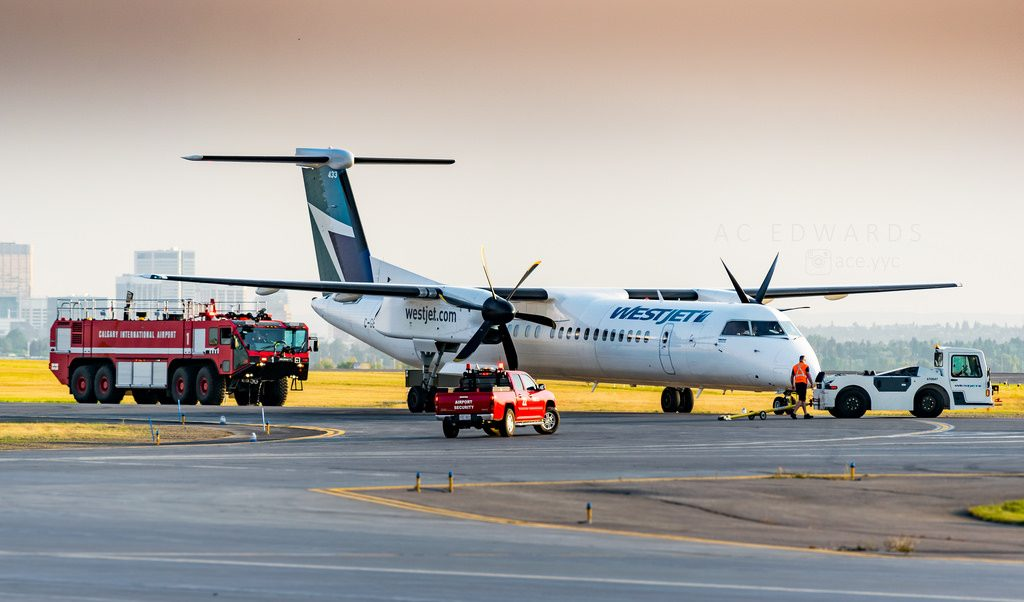 C GENK Bombardier Dash 8 Q400 WestJet Encore Turboprop Aircraft Emergency landing