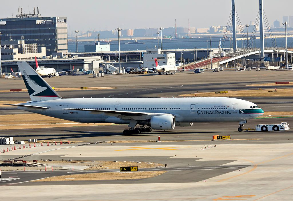 Cathay Pacific B HND Boeing 777 200 at Tokyo International Airport