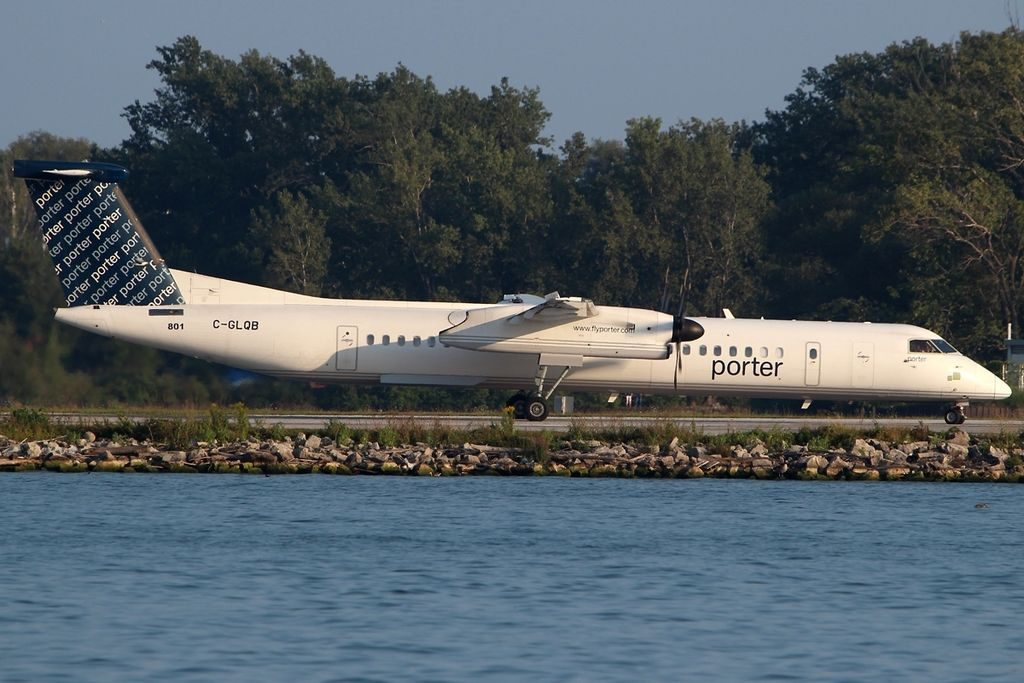 De Havilland Canada DHC 8 402Q Porter Airlines C GLQB YTZ Toronto ON Toronto Island Airport