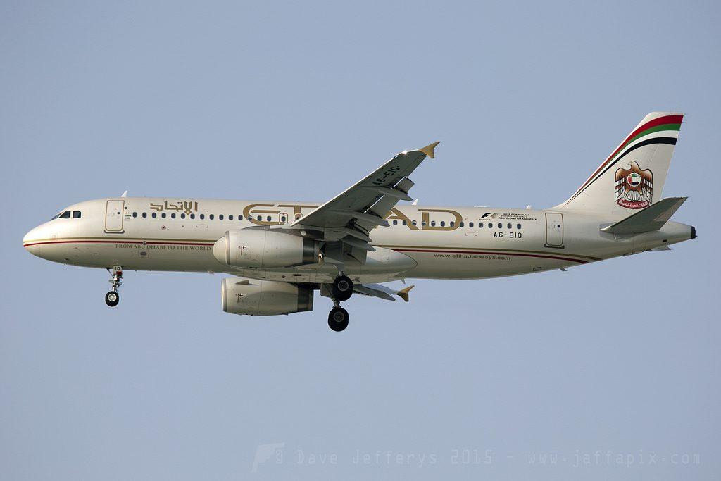 Etihad Airways Airbus A320 200 A6 EIQ at Bahrain International Airport