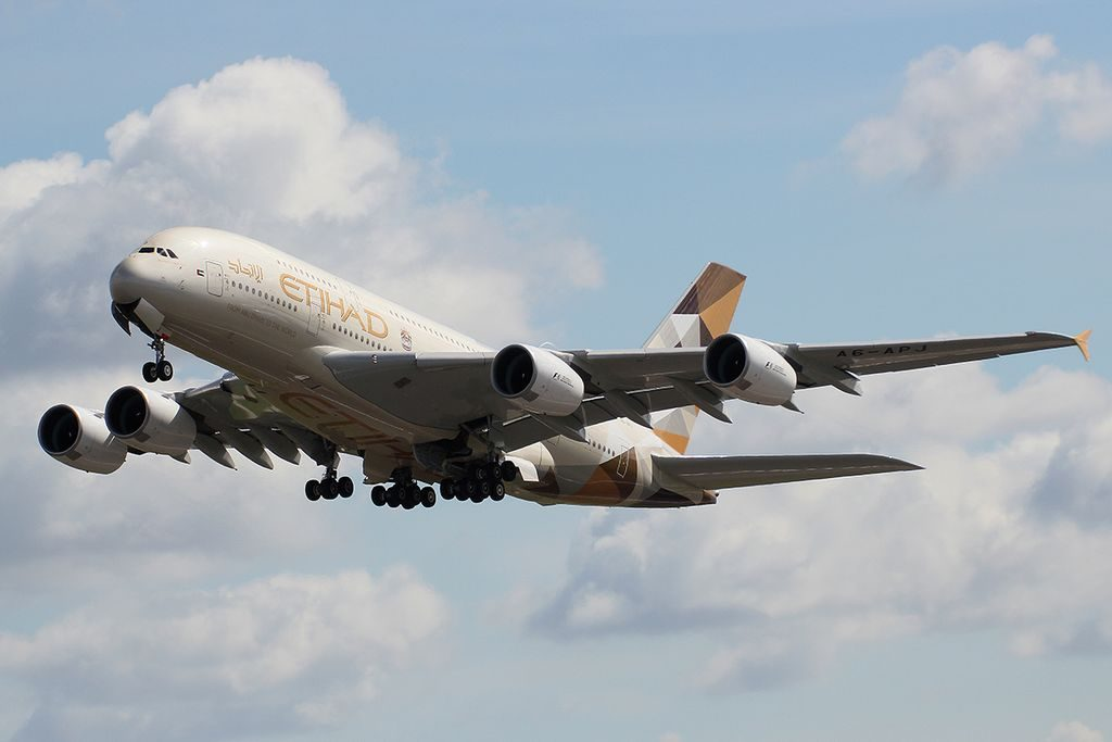 Etihad Airways Airbus A380 800 A6 APJ landing at LHR