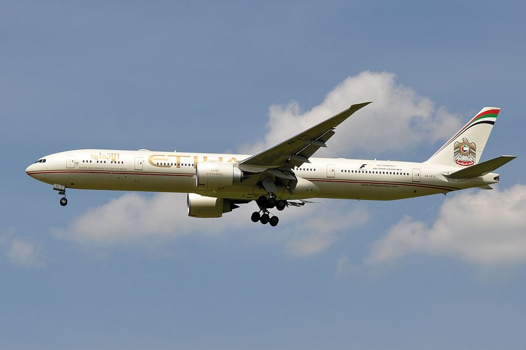 Etihad Airways Boeing 777 3FXER A6 ETL on final approach at Paris Charles de Gaulle Airport