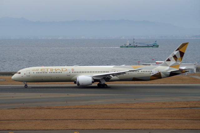 Etihad Airways Boeing 787 10 Dreamliner A6 BMD at Kansai International Airport