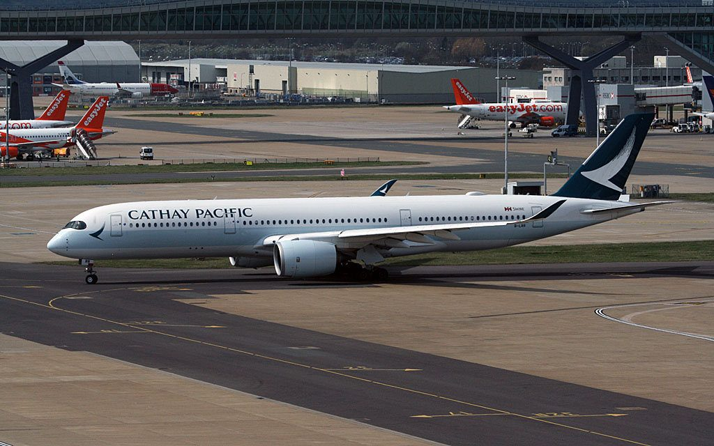 London Gatwick Airbus A350 941 A350 900 Cathay Pacific B LRR