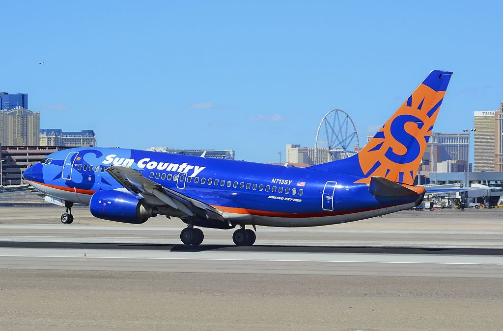 N713SY Sun Country Airlines Boeing 737 7Q8 at McCarran International Airport KLAS Las Vegas
