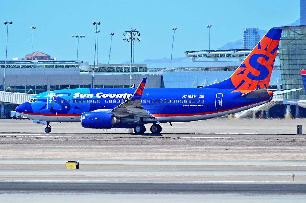 N716SY Sun Country Airlines Boeing 737 7Q8WL at Las Vegas McCarran International Airport