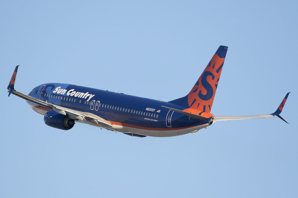 N820SY Sun Country Airlines Boeing 737 800 with split scimitar winglets departing for San Juan at MSP Airport