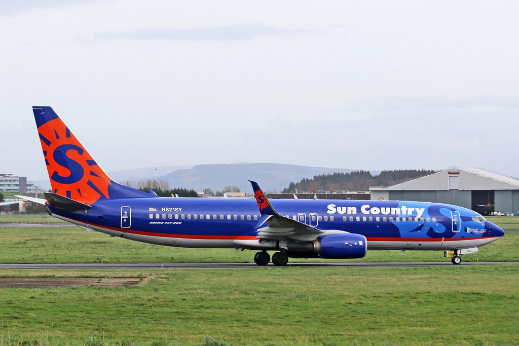 N821SY Boeing 737 800 Sun Country Airlines at Shannon operating US military charter