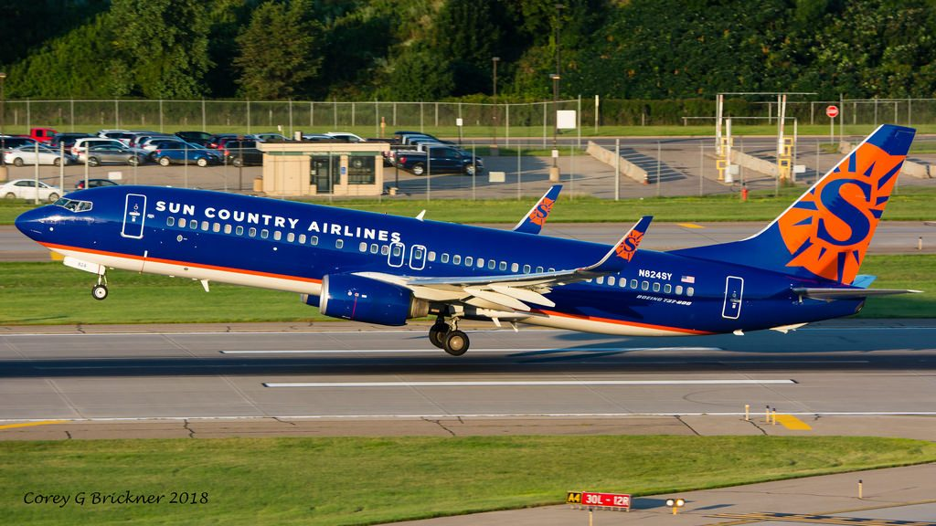 N824SY Sun Country Airlines Boeing 737 85P landing and takeoff at MSP airport @Corey G Brickner