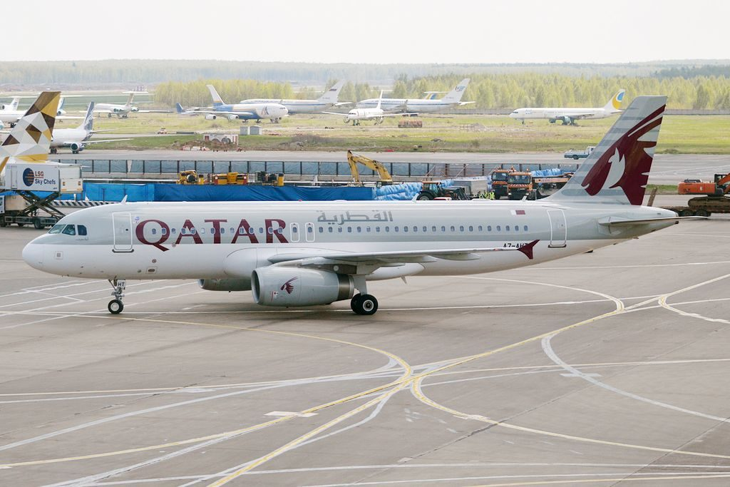 Qatar Airways A7 AHT Airbus A320 232 at Domodedovo International Airport