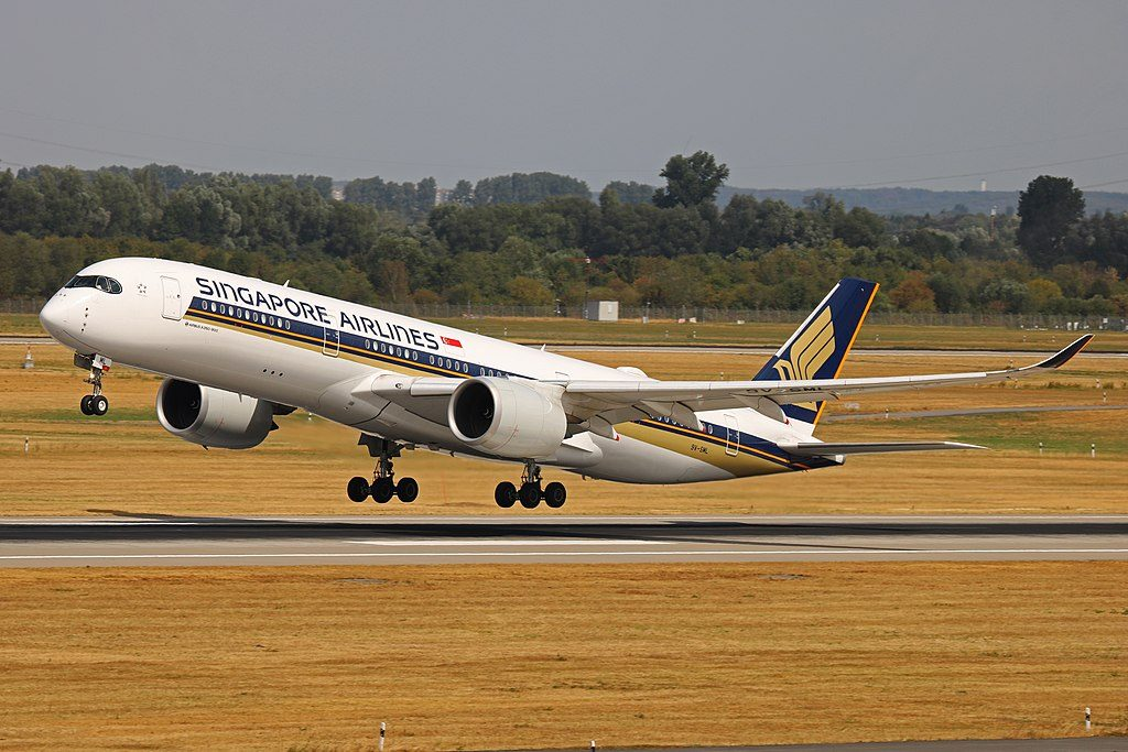 9V SML Airbus A350 900 Singapore Airlines at Düsseldorf Airport DUS