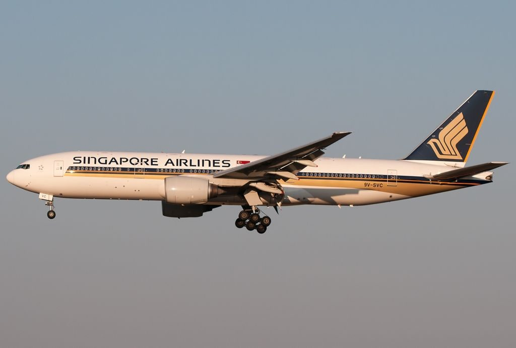 9V SVC Boeing 777 212ER Singapore Airlines on final at Roma Leonardo da Vinci Fiumicino