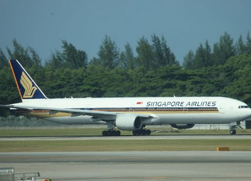 9V SYF Boeing 777 312 Singapore Airlines at Singapore Changi Airport