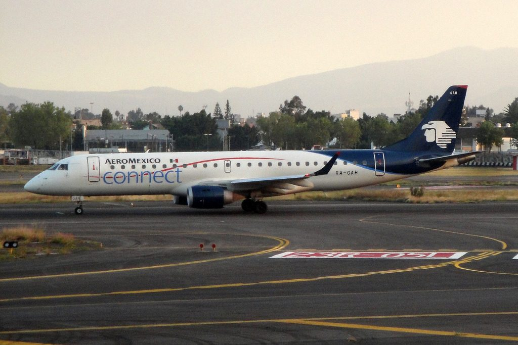 AeroMexico Connect Embraer 190AR ERJ 190 100IGW XA GAH at Licenciado Benito Juarez International