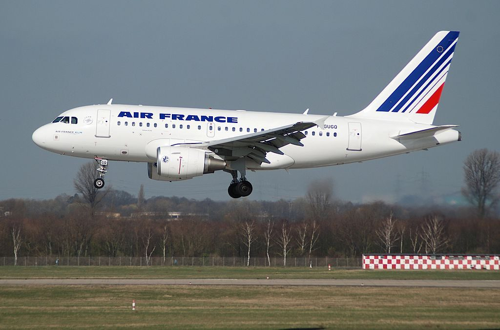 Air France Airbus A318 100 F GUGQ landing at Düsseldorf Airport