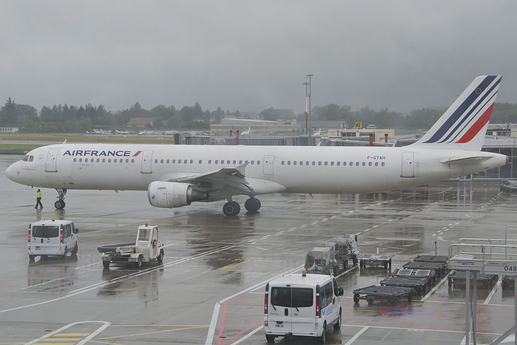 Air France Airbus A321 211 F GTAH at Geneva International Airport