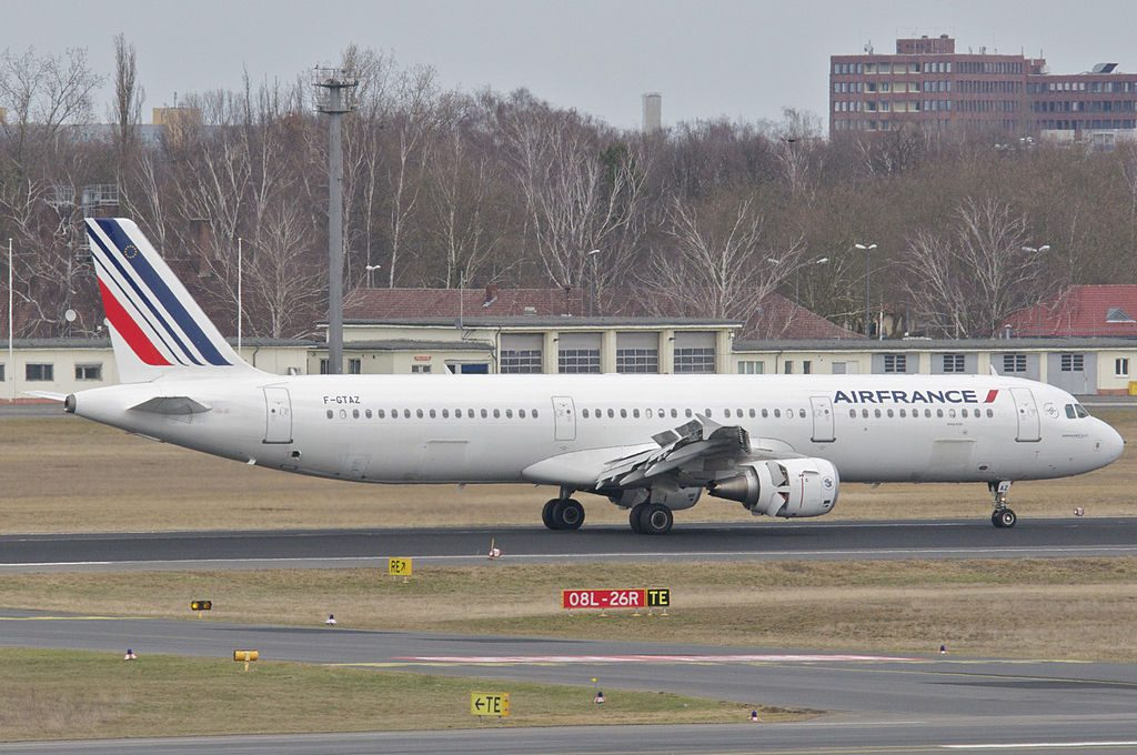 Air France Airbus A321 211 F GTAZ arrival at Berlin Tegel Airport