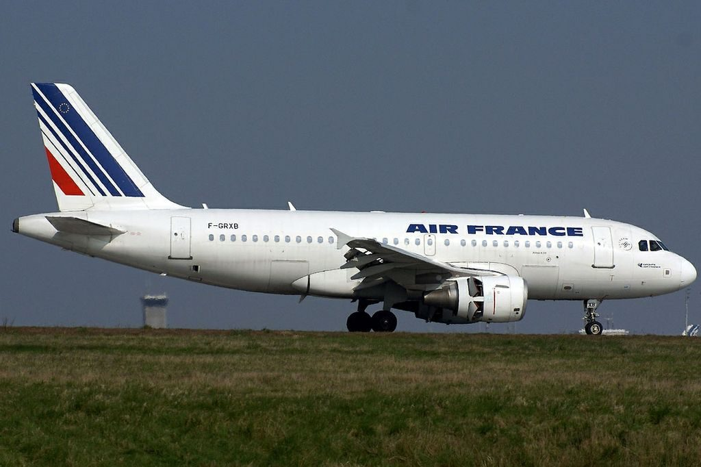 Air France F GRXB Airbus A319 100 landing at CDG Airport
