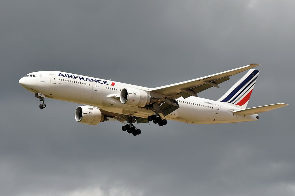 Air France F GSPD Boeing 777 200ER on final approach at CDG Airport