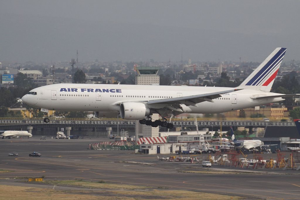 Air France F GSPM Boeing 777 200ER landing at Mexico City International Airport