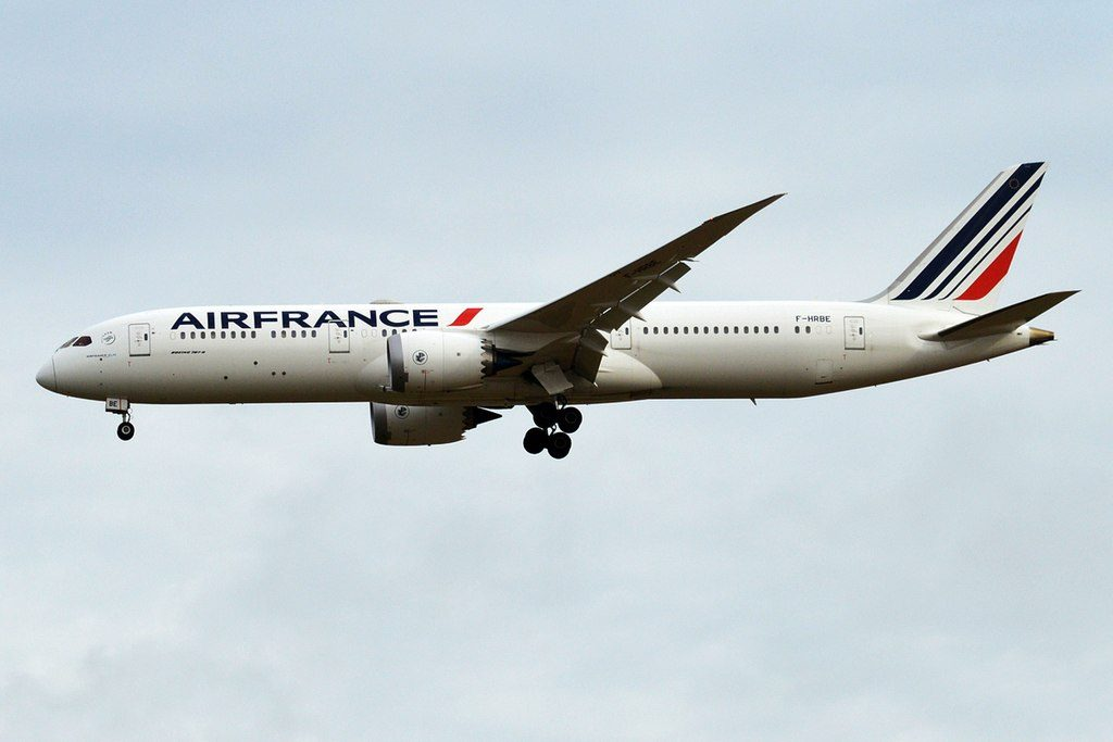 Air France F HRBE Boeing 787 9 Dreamliner on final approach at Paris Charles de Gaulle Airport