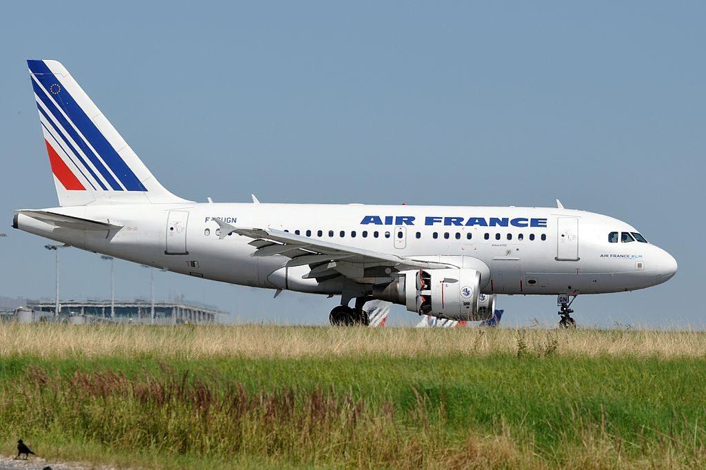 Airbus A318 100 F GUGN Air France landing at CDG