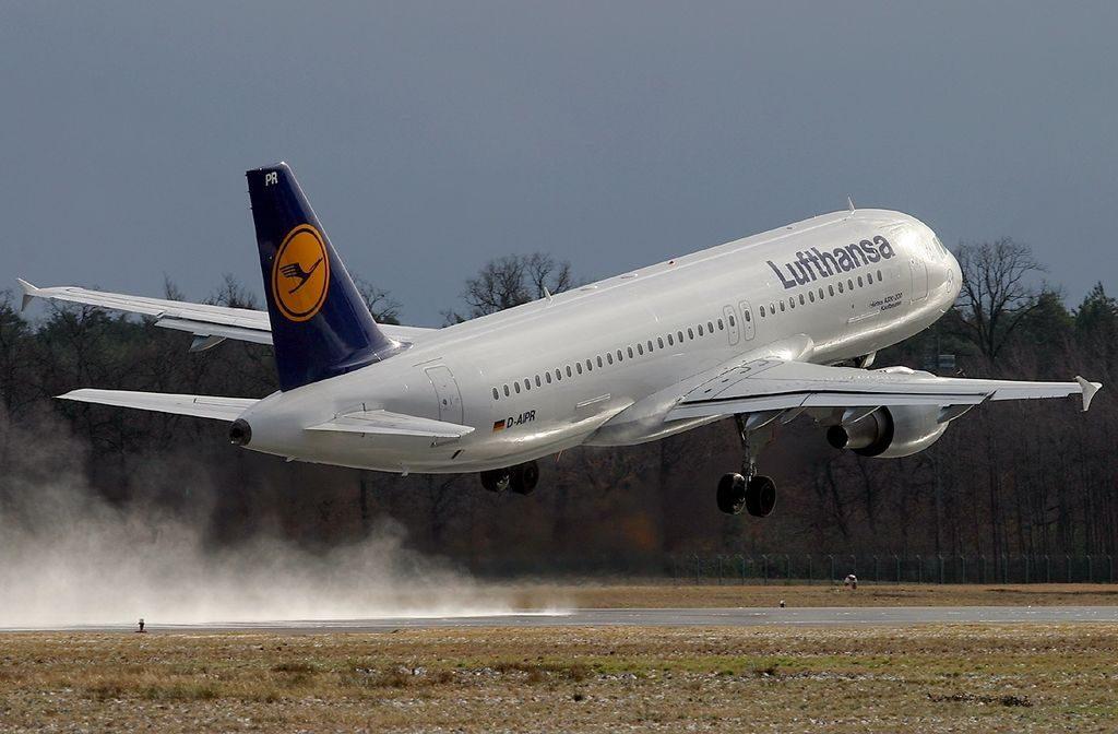 Airbus A320 211 Kaufbeuren Lufthansa at Frankfurt Airport