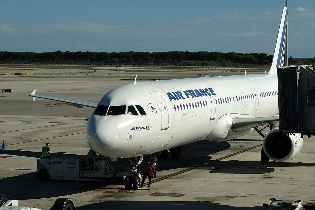 Airbus A321 200 Air France F GTAQ at Josep Tarradellas Barcelona–El Prat Airport IATA BCN ICAO LEBL