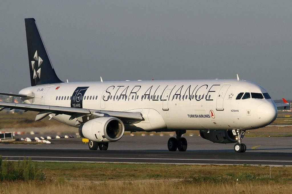 Airbus A321 200 Star Alliance Livery Turkish Airlines TC JRA Kütahya at Frankfurt Airport