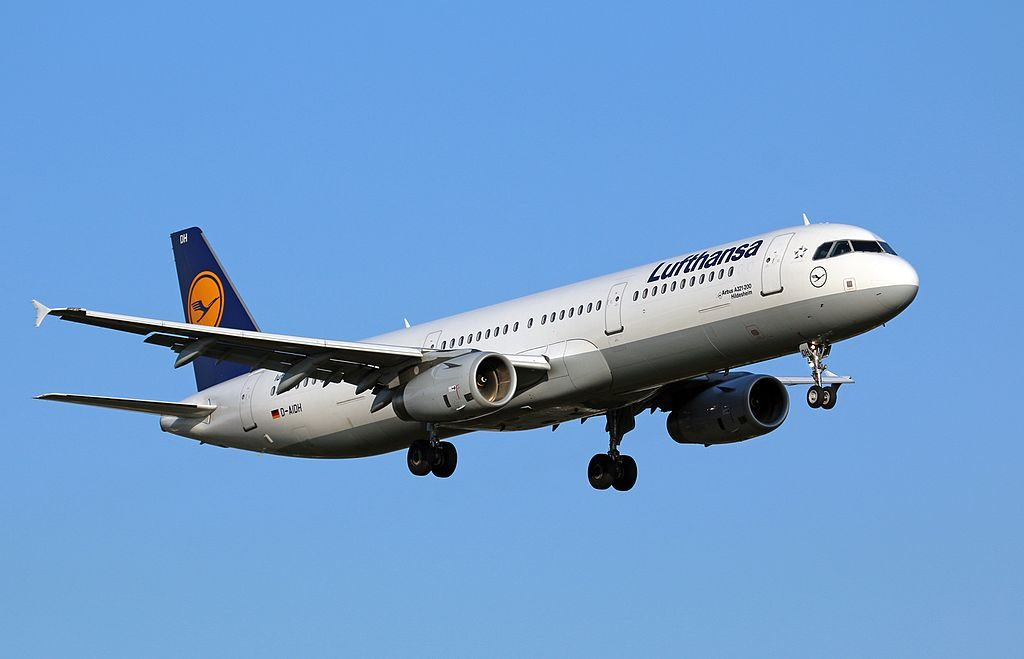 Airbus A321 231 Lufthansa D AIDH Hildesheim on final approach at Hamburg Airport