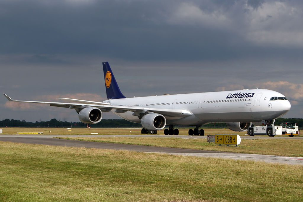 Airbus A340 642 Lufthansa D AIHL at Munich Airport