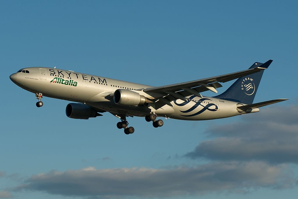 Alitalia Airbus A330 200 EI DIR Filippo Brunelleschi in Skyteam colours on short final Toronto Pearson YYZ
