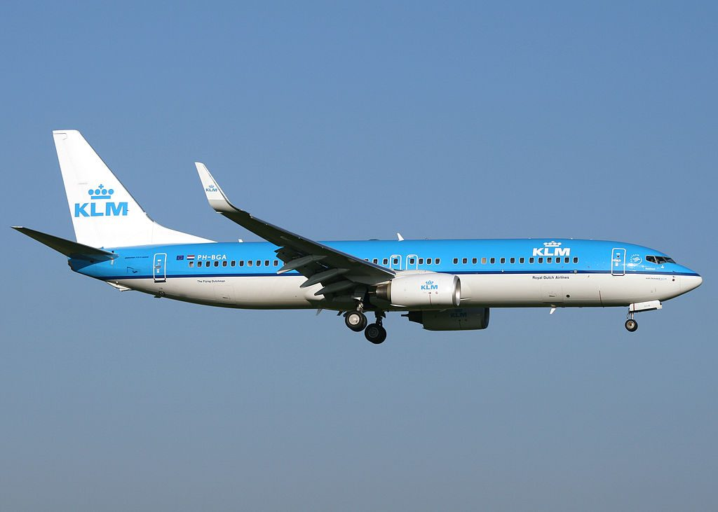 Boeing 737 8K2 KLM PH BGA Tureluur Redshank on final at Amsterdam Airport Schiphol