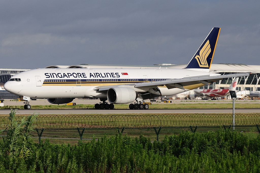 Boeing 777 200 Singapore Airlines 9V SRM at Shanghai Pudong International Airport