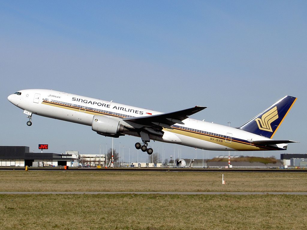Boeing 777 212ER Singapore Airlines 9V SVN take off from Schiphol Airport Amsterdam