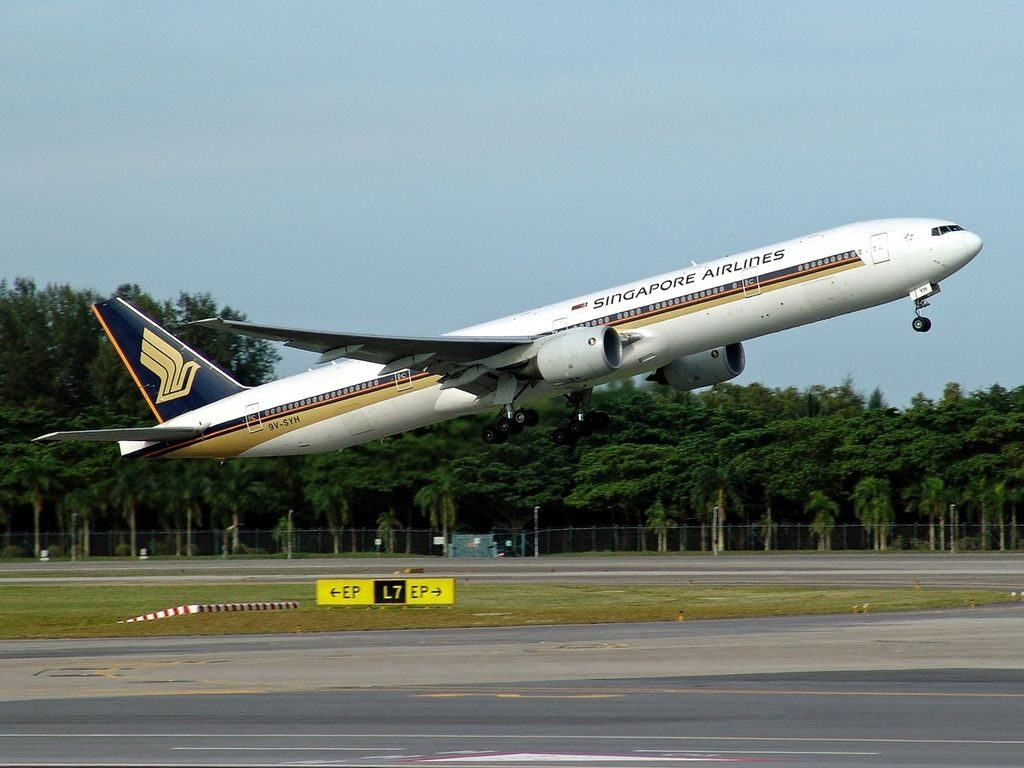 Boeing 777 312 Singapore Airlines 9V SYH departing at Singapore Changi Airport