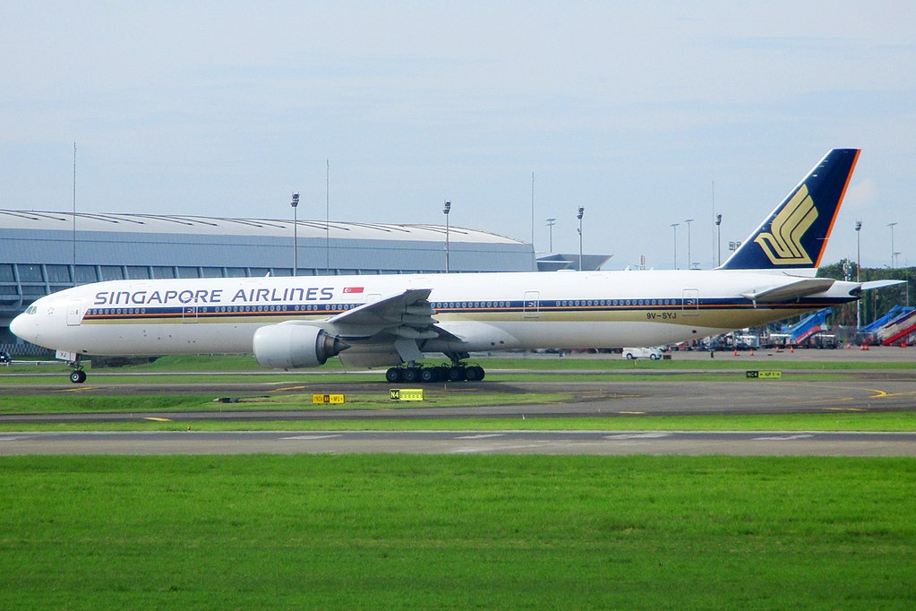 Boeing 777 312 Singapore Airlines 9V SYJ Taxi to Runway 25R at Soekarno Hatta International Airport CGK