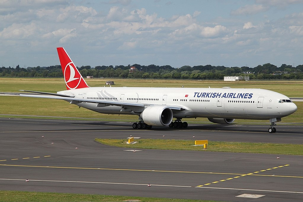 Boeing 777 3F2ER Turkish Airlines TC JJO İstanbul at DUS Düsseldorf