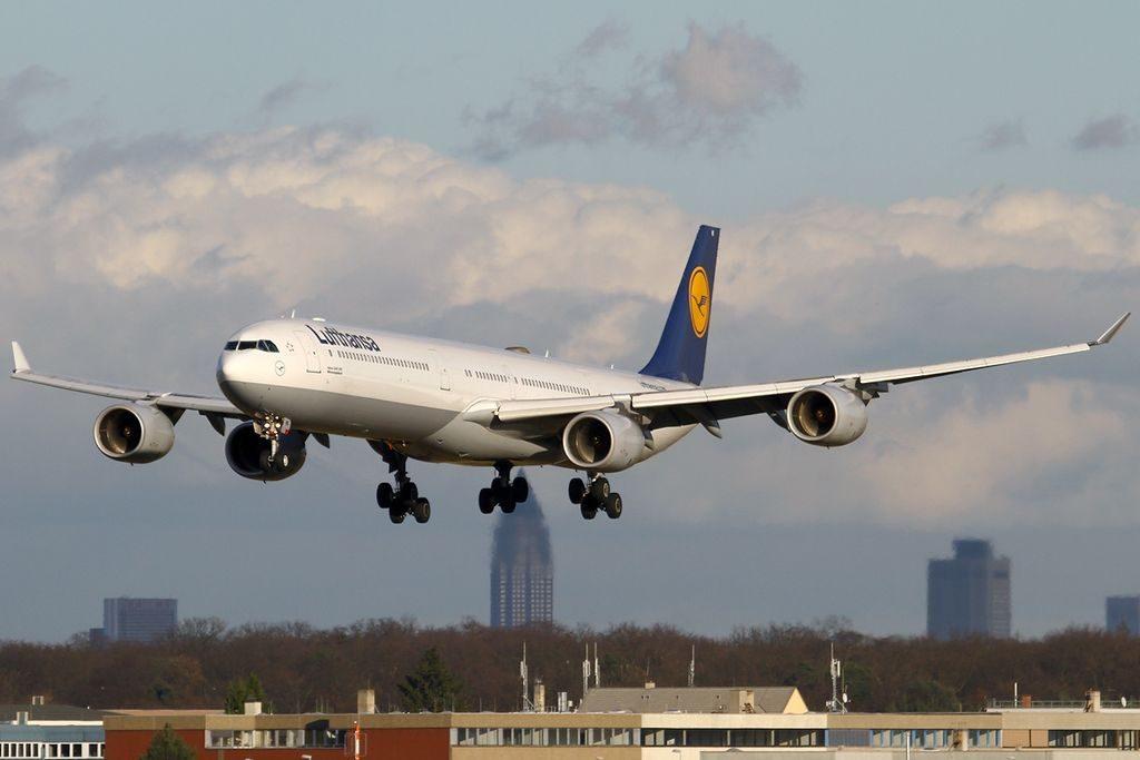 D AIHI Airbus A340 642 Mönchengladbach Lufthansa at Frankfurt am Main