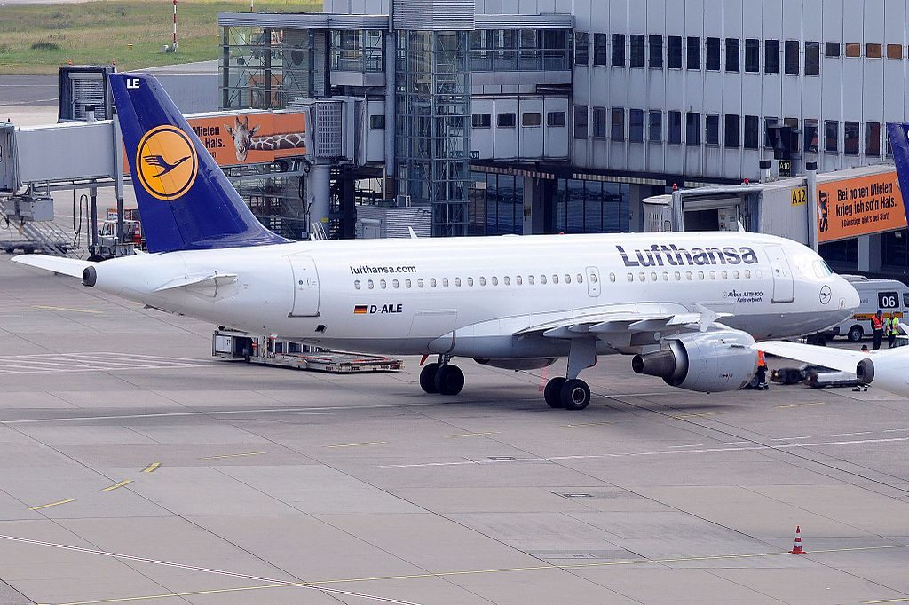 D AILE Airbus A319 100 Kelsterbach of Lufthansa at Düsseldorf Airport