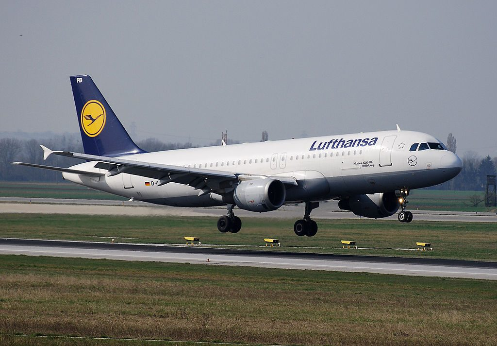 D AIPB Lufthansa Airbus A320 200 Heidelberg during flare at Vienna International Airports runway 34