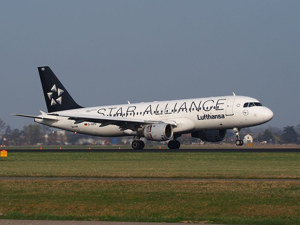 D AIPD Lufthansa Airbus A320 211 Freiburg on Star Alliance livery at Schiphol