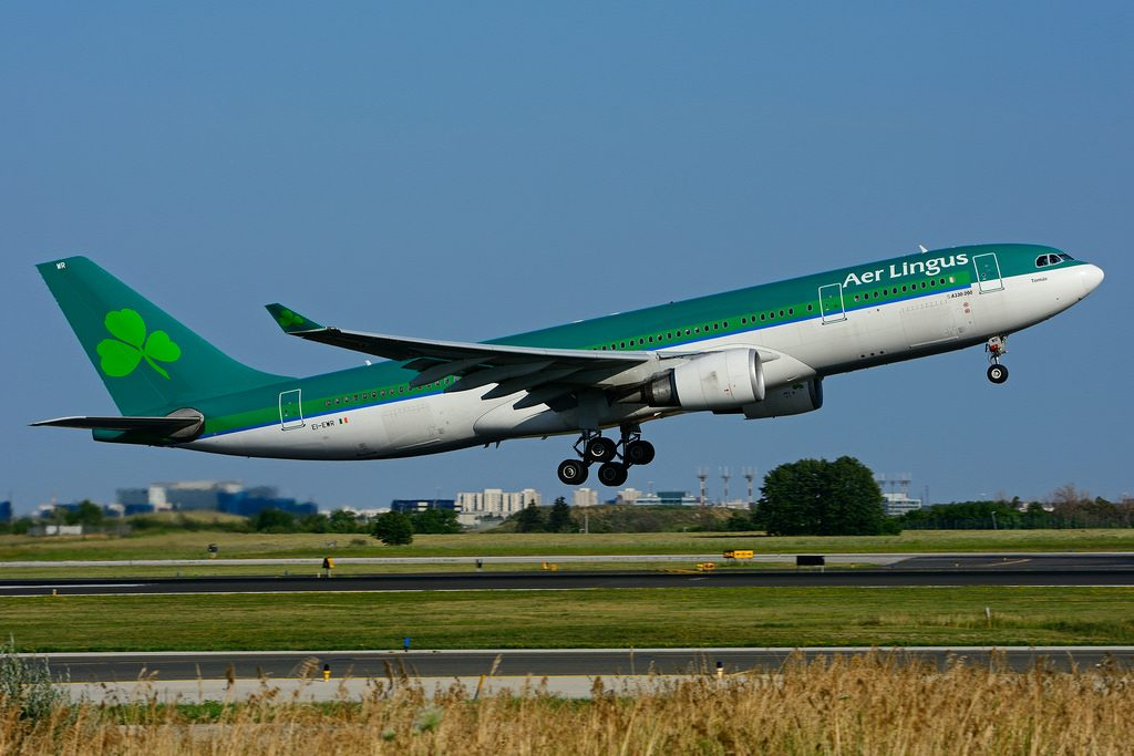 EI EWR Airbus A330 202 St. Thomas Tomás Aer Lingus leased from AerCap at Toronto Lester B. Pearson Airport YYZ
