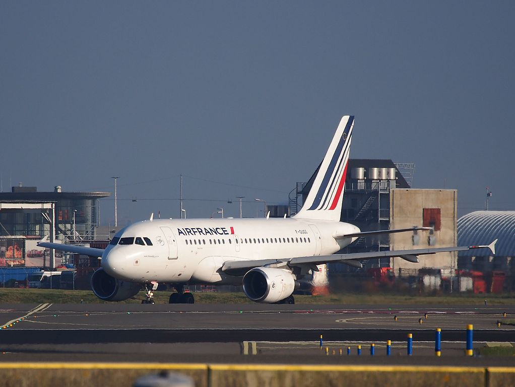 F GUGG Air France Airbus A318 111 cn 2317 at Amsterdam Schiphol taxiing towards runway 36L