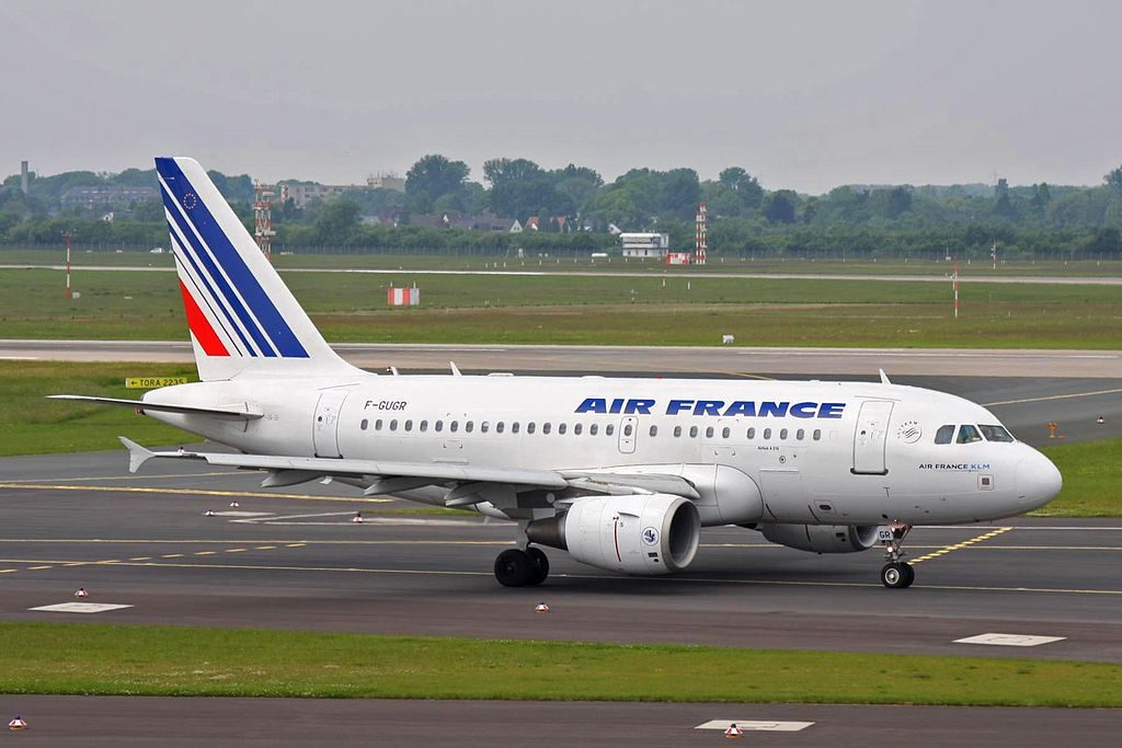 F GUGR Airbus A318 111 Air France at Düsseldorf Airport
