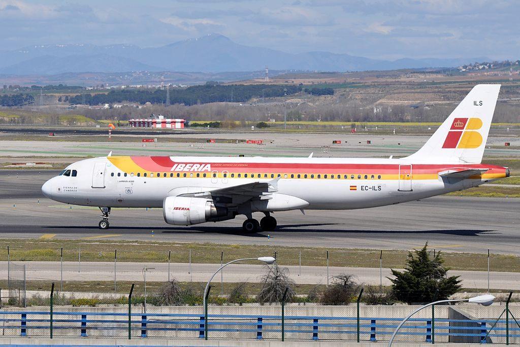 Iberia Airbus A320 214 EC ILS Sierra de Cameros at Madrid Barajas Airport