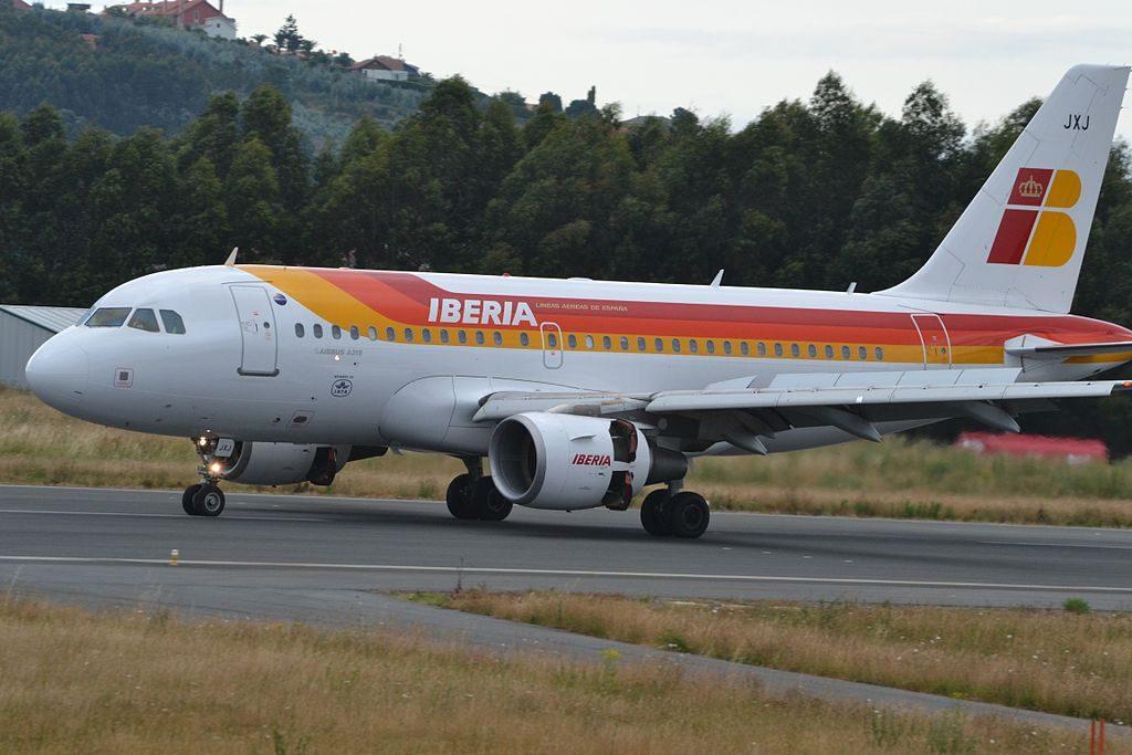 Iberia EC JXJ Airbus A319 100 Ciudad de Baeza at A Coruña Airport